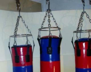 Груши боксерские на подвесных креплениях